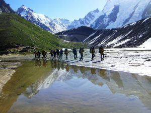 Expedition members on way to Broad Peak