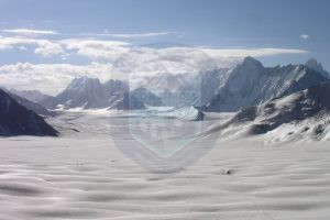 snow_lake_trek_in_karakorum_mountains